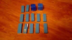 Hra měla populační limit - každý hráč nemohl mít více než 12 destiček své barvy a 2 temné kostky - to byl počet, který jsme těchto destiček měli pro barvu, od níž jsme měli nejméně destiček.